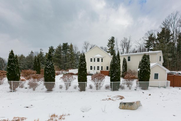 11 Londonderry Dr, Great Barrington, MA - USA (photo 2)