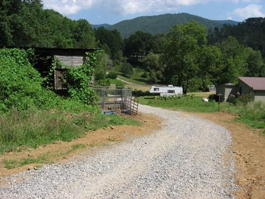 0  Kinder Lane, Canton, NC - USA (photo 3)