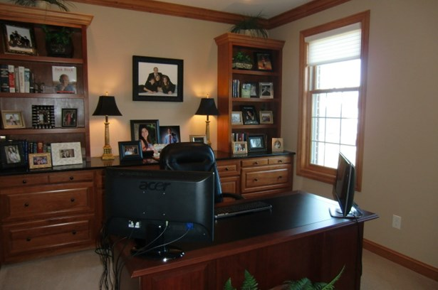 Office (photo 3)