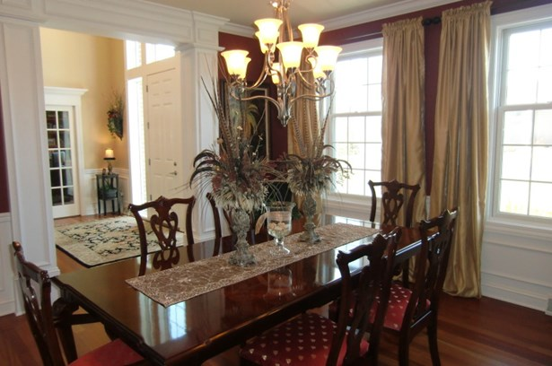 Formal Dinning Room (photo 4)