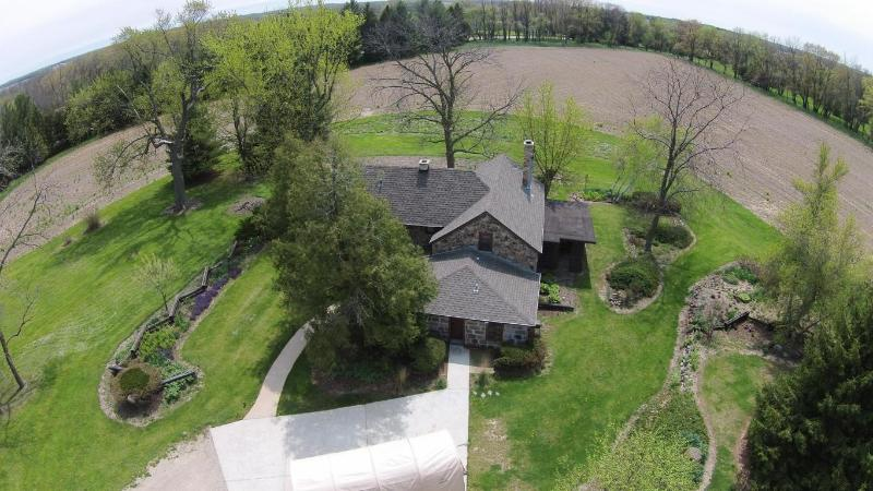 Aerial of house-close-up (photo 4)