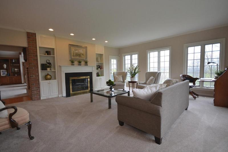 Living Room (2) (photo 3)