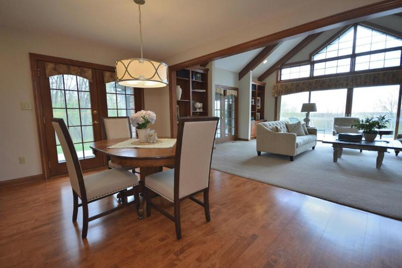Dinette to Family Room (photo 5)