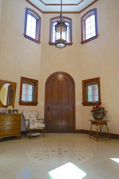 Stunning Foyer (photo 2)