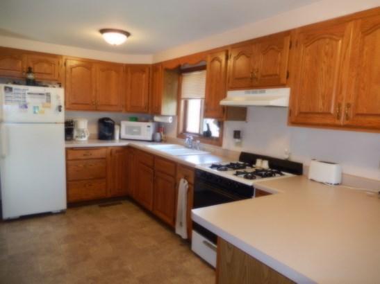 Updated kitchen (photo 5)