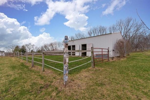 30 x 36 Pole Barn w/Paddock (photo 4)