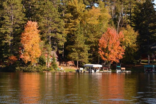 fall lake cabin (photo 3)