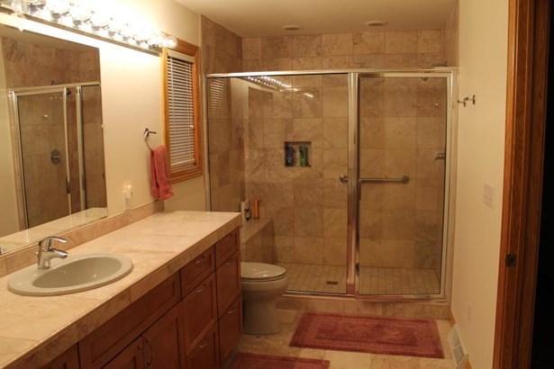 Master Bath 1 (photo 4)