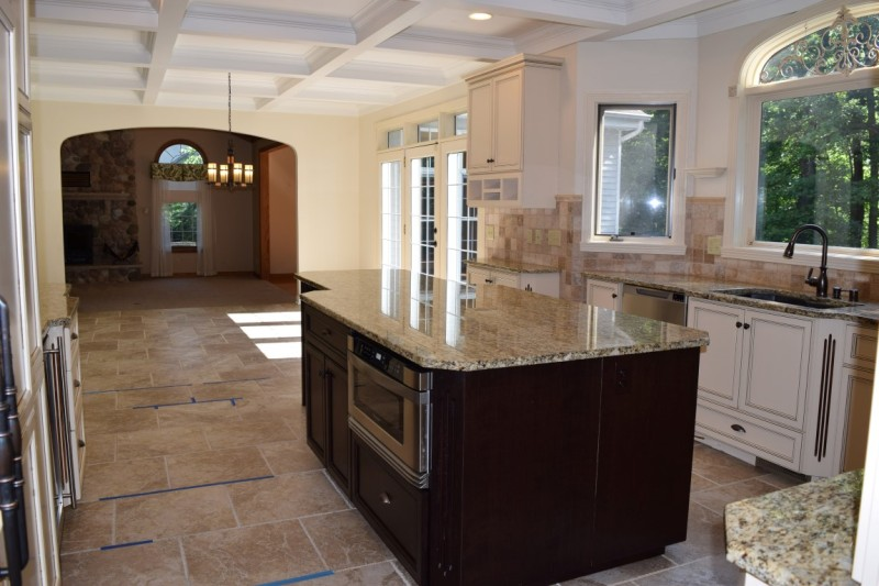 Kitchen to Dinette (photo 5)