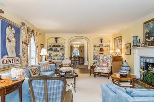 Glorious Living Room (photo 4)