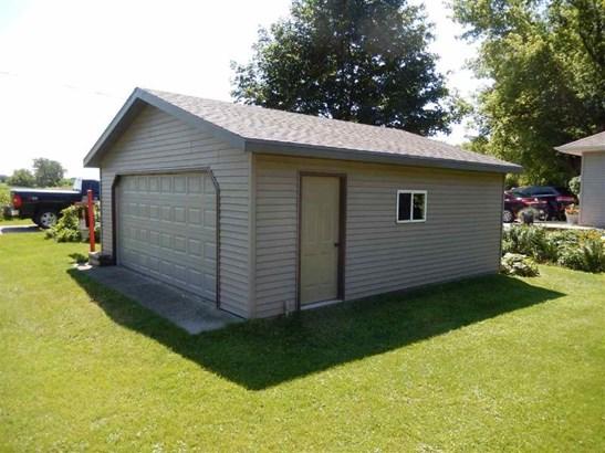 22x24 garage (photo 3)