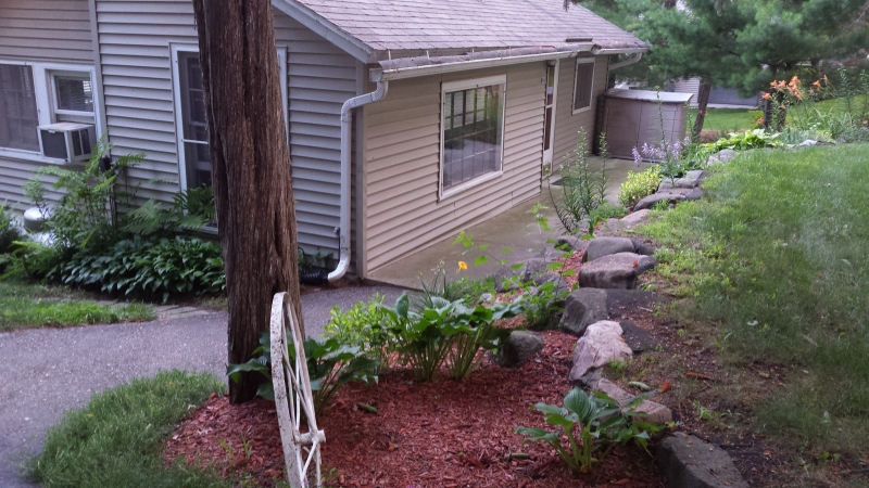 landscaping (photo 5)
