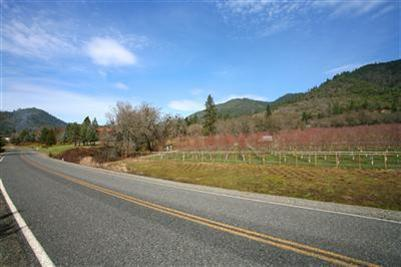 420 Ne Greenfield Rd , Grants Pass, OR - USA (photo 2)