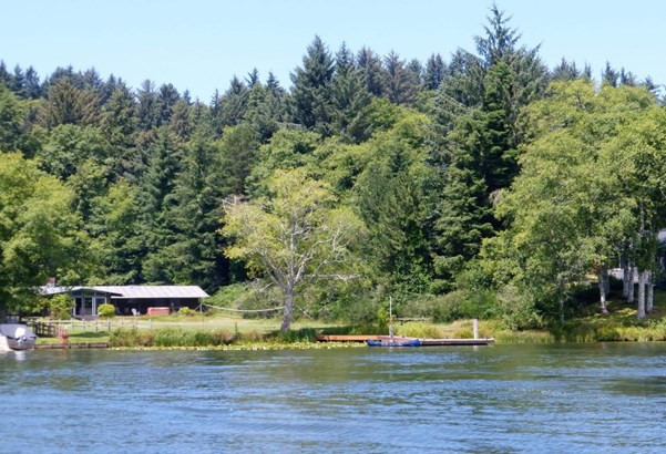 3562 Ne West Devils Lake Rd , Lincoln City, OR - USA (photo 2)