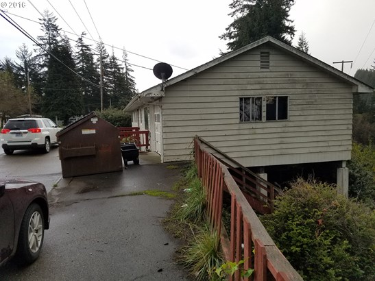 1695 Woodland Dr , Coos Bay, OR - USA (photo 5)