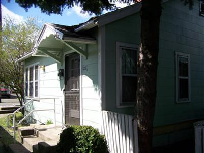 221 N Holly St , Medford, OR - USA (photo 5)