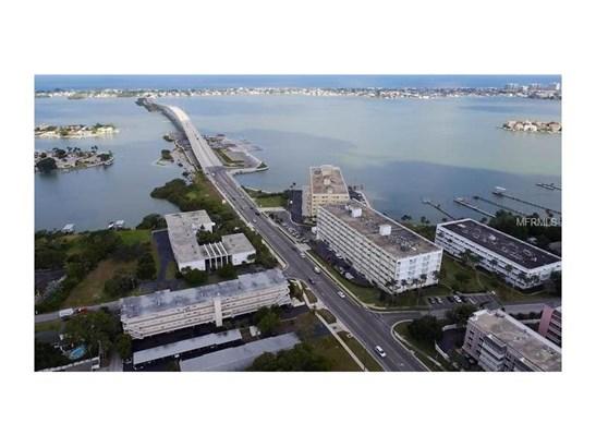 Condo - BELLEAIR BLUFFS, FL (photo 2)