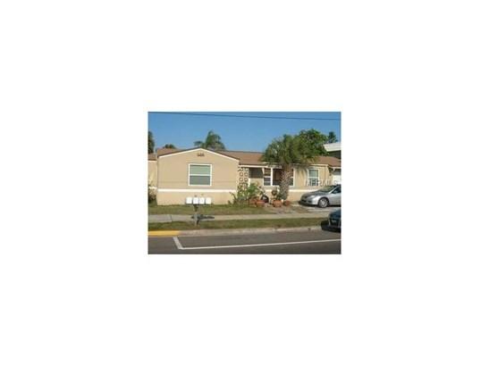 Triplex, Bungalow,Courtyard,Florida - REDINGTON SHORES, FL (photo 2)
