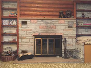 Fireplace in living room (photo 2)