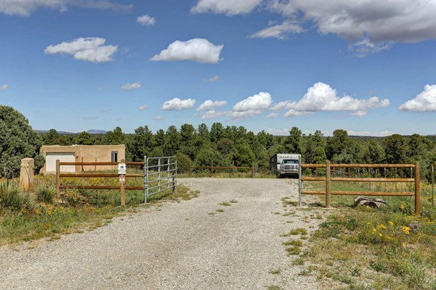 Northern New Mexico,Pueblo, Detached - Tijeras, NM (photo 4)
