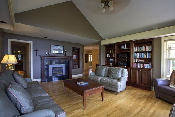 13456 Peggy's Cove Road, Upper Tantallon, NS - CAN (photo 5)