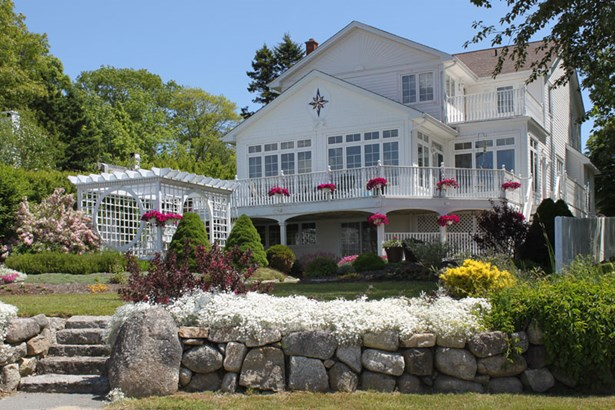 37 Central Street, Chester, NS - CAN (photo 1)
