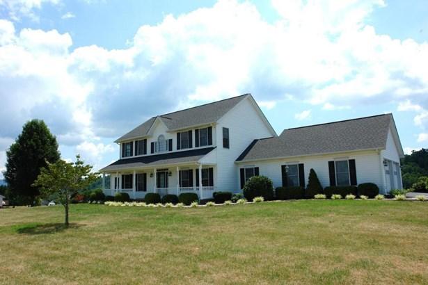 Single Family Detached, Colonial - Fincastle, VA (photo 2)