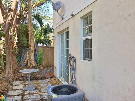 Condo/Co-Op/Villa/Townhouse, Townhouse Fee Simple - Wilton Manors, FL (photo 5)