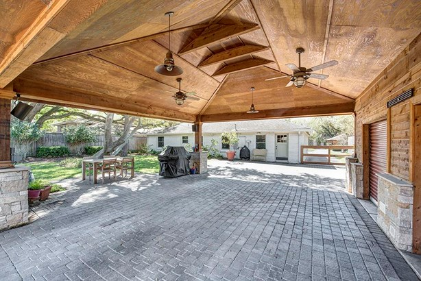 Traditional, Cross Property - Houston, TX (photo 3)