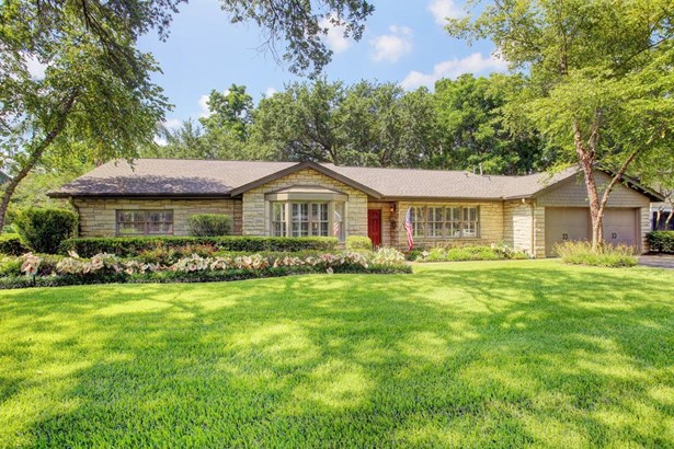 Traditional, Cross Property - Bellaire, TX (photo 2)