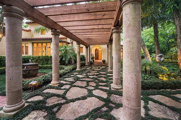 Mediterranean,Traditional, Cross Property - Houston, TX (photo 3)