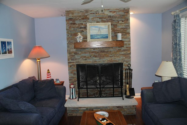 Ranch, 1 Story,Exposed Basement - Elkhorn, WI (photo 4)