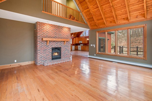 Contemporary, 2 Story,Multi-Level - Twin Lakes, WI (photo 4)