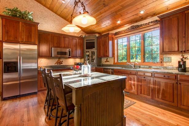1.5 Story, Log Home - Elkhorn, WI (photo 5)