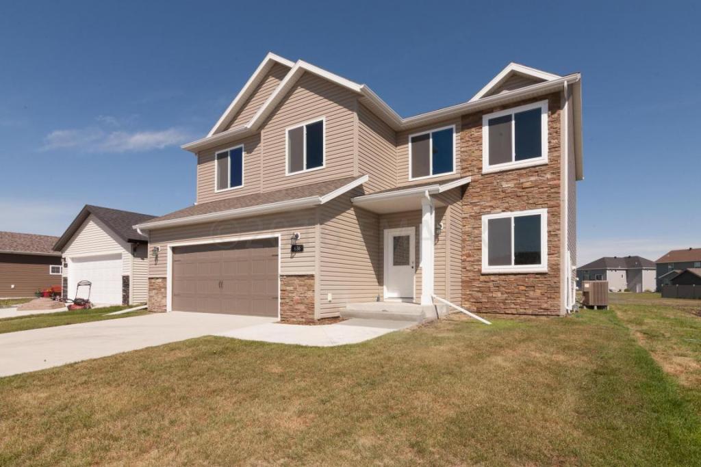 636 38 Avenue E, West Fargo, ND - USA (photo 1)