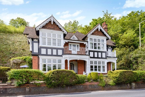 Shooters Hill, Pangbourne, Reading - GBR (photo 1)