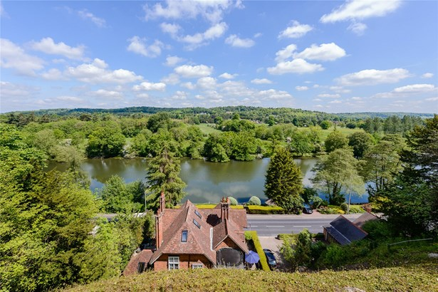Shooters Hill, Pangbourne, Reading - GBR (photo 3)