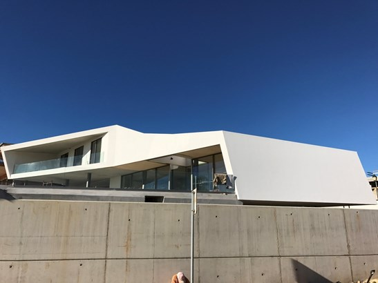 Contemporary real estate marvel in Porto de Mos Foto #2 (photo 2)