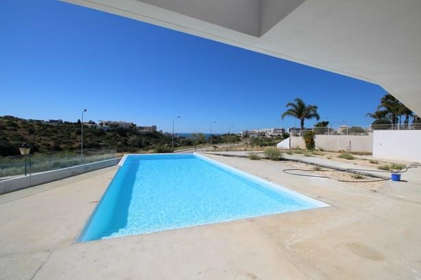 Contemporary real estate marvel in Porto de Mos Foto #3 (photo 3)