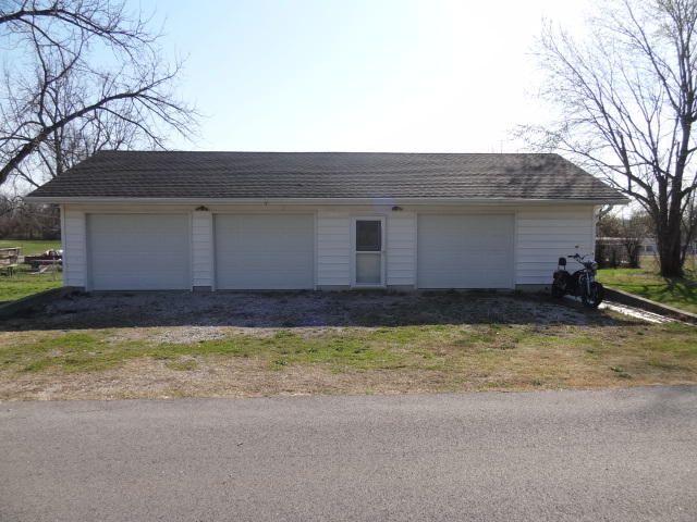 204 South Elm Street, Walnut Grove, MO - USA (photo 2)