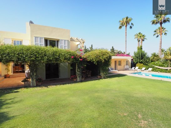 Renovated family Villa for quick sale in Sotogrande Costa (photo 1)