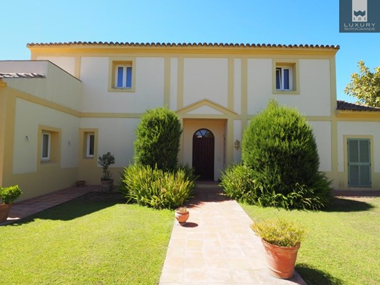 Lovely family home for sale in Sotogrande Alto (photo 1)