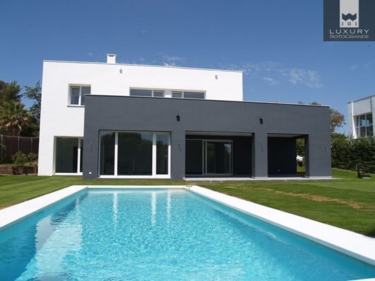 Wonderful Villa for sale in Sotogrande on a West facing plot (photo 1)