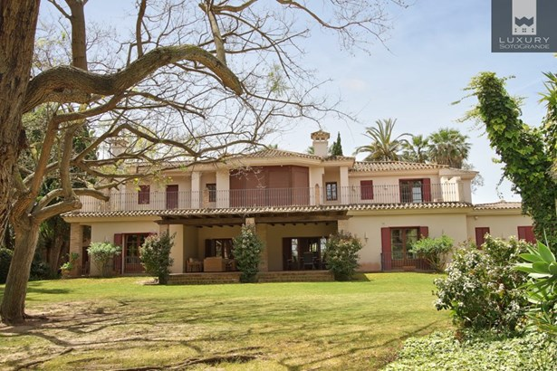 Beautiful riverside property for sale on Paseo del Parque – Sotogrande Costa (photo 2)