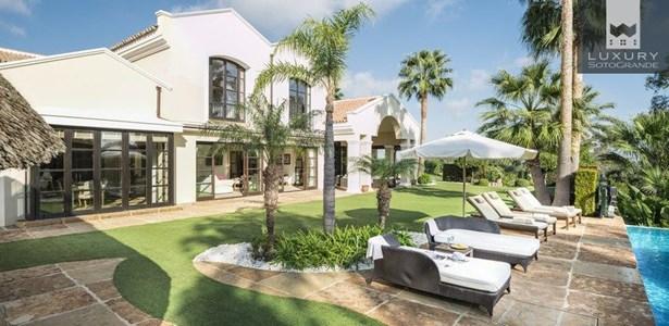 Spectacular Villa for Sale First Line Almenara Golf in Sotogrande (photo 1)