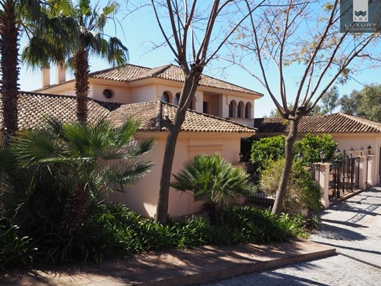Recently Reduced spectacular front line golf Villa for sale in Sotogrande la Reserva (photo 2)
