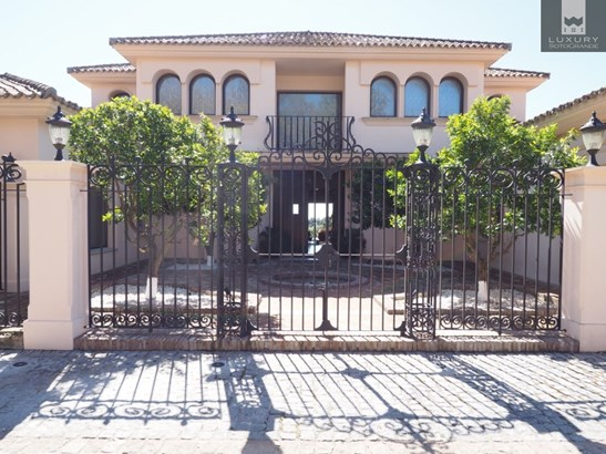Recently Reduced spectacular front line golf Villa for sale in Sotogrande la Reserva (photo 3)
