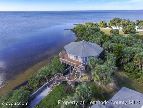 Single Family Residence, Contemporary - Weeki Wachee, FL (photo 2)