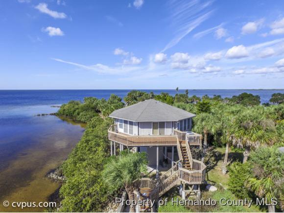 Single Family Residence, Contemporary - Weeki Wachee, FL (photo 3)