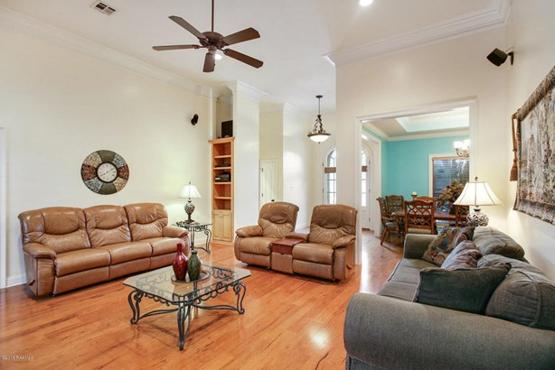 Detached Single Family, French,Traditional - Youngsville, LA (photo 4)